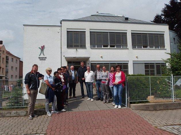 Týnišťské geriatrické centrum získalo nový sociální vůz.