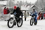 Cyklisté na trati Šediváčkova longu