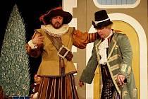 Při Kulturním centru v Týništi nad Orlicí působí dva úzce se prolínající divadelní soubory - DS Jirásek a skupina Temno. V současnosti má Jirásek v repertoáru ztřeštěnou komedii Tři v tom a Temno komedii Vrány a hru Seš normální?.