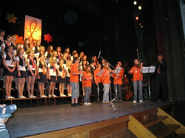 Rychnov nad Kněžnou již potřetí přivítal Celostátní přehlídku školních dětských pěveckých sborů.