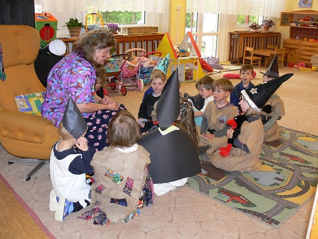 Děti z Mateřské školy Láň přišly na čarodějnice báječně namaskované jako malé čarodějky a kouzelníci.