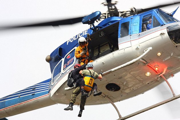 Připomínková akce záchranných složek k výročí ničivých povodní v roce 1998.