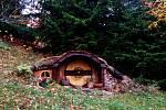Za hobity nemusíte na Nový Zéland, český hobitín najdete v Orlických horách.