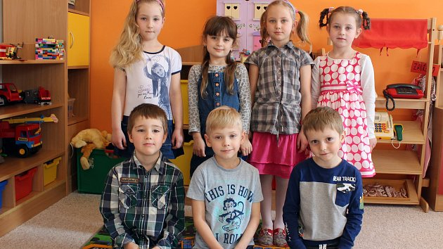 Třída Kytičková: Denisa, Esterka, Evelínka, Šárka, Adámek, Mireček, Matyáš.