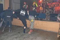 Koncert punkových kapel Hajcukovův nášup ve Slatině nad Zdobnicí.