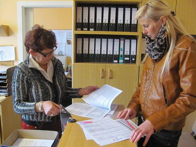 I PODNIKATELKA LUCIE Z RYCHNOVA přišla na finanční úřad odevzdat daňové přiznání až na poslední chvíli, protože dříve to nestihla