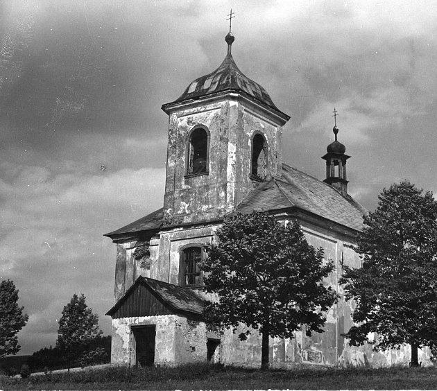 Kostel svatého Matouše vJedlové byl vybudován vletech 1737-1741a vysvěcen Františkem Martinem. Od roku 1958byl uzavřen a od roku 1993se zahájila jeho oprava.