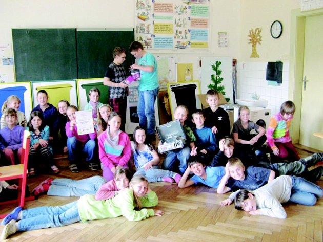 Děti si mohly ve škole vyzkoušet, jak by měly doma postupovat, když vyhazují odpadky.