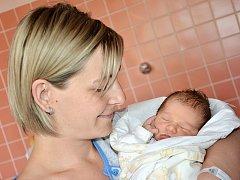 ADÉLA BARTOŠOVÁ se narodila 8. června v 16.39 hodin šťastným rodičům Veronice a Pavlovi z Českého Meziříčí. Holčička vážila 2,96 kg a měřila 47 cm. Doma má téměř sedmiletého brášku Matýska.
