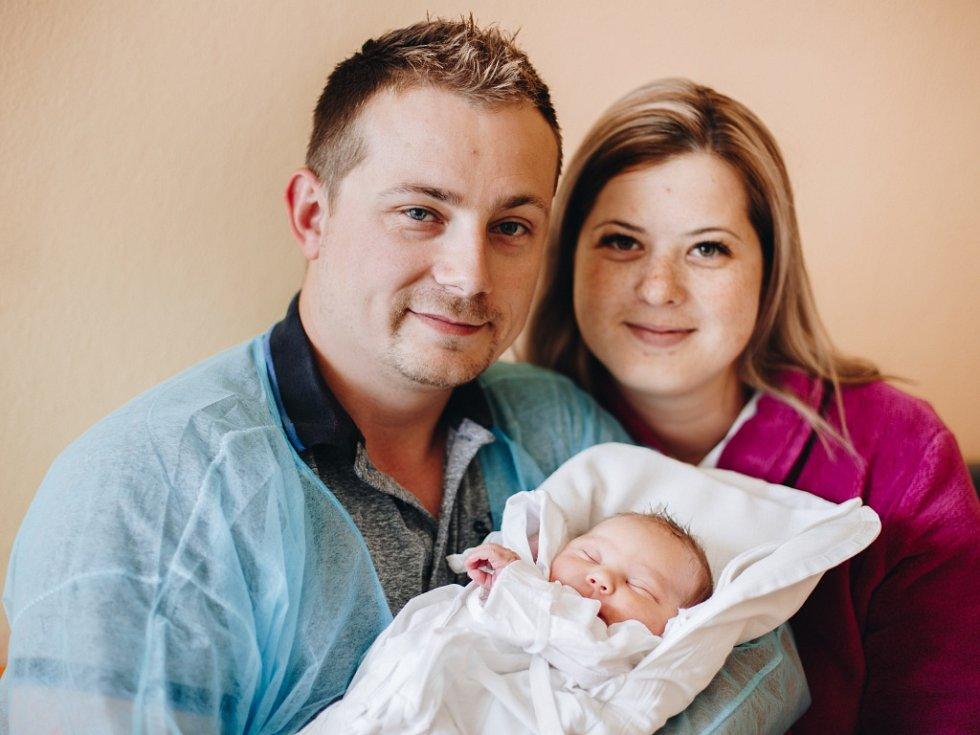 EMA VOJTKOVÁ se narodila 7. května v 11:40 s váhou 3150 gramů a délkou 48 cm. Z jejího narození se těšili Radka Faiglová a Pavel Vojtek z Dobrušky. Tatínek to zvládl u porodu exkluzivně.