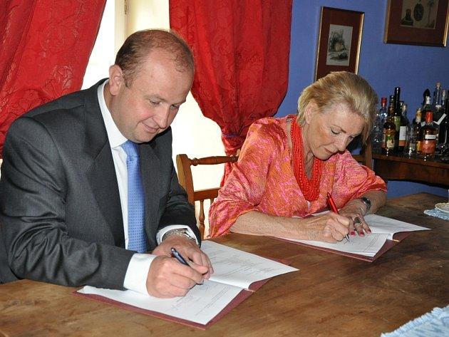 Podpis memoranda o vzájemné spolupráci.