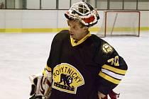 Hokejový tým Medvědi Rokytnice se může spolehnout na kvalitní výkony zkušeného gólmana Jiřího Křesťana, který i ve svých osmačtyřiceti letech podává výborné výkony.