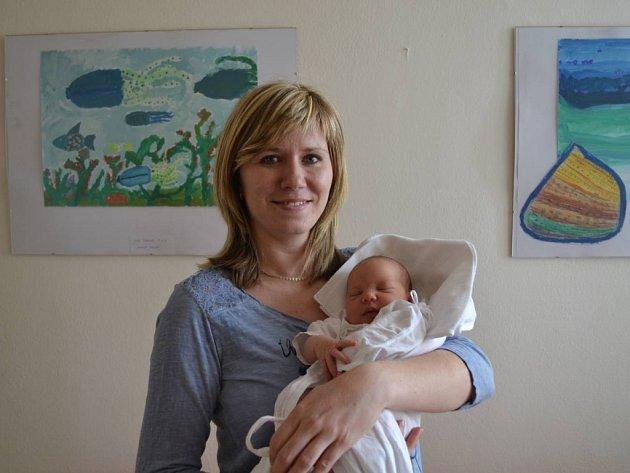 TEREZKA ARNOŠTOVÁ: Holčička se narodila 3. června v 10:35 Petře a Karlovi Arnoštovým z Třebešova. Vážila 3590 gramů a měřila 49 cm. Tatínek byl u porodu a moc mamince pomáhal. Doma se na mladší sestřičku těšila starší Sárinka.