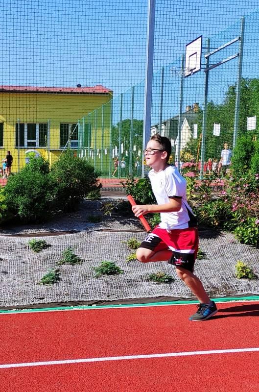 Zmodernizované sportovní hřiště v Borohrádku.