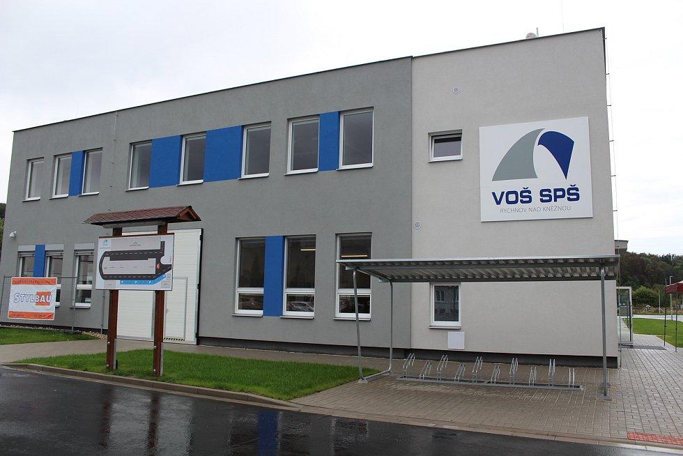 Z areálu praktické výuky VOŠ a SPŠ v Rychnově nad Kněžnou, zmodernizované prostory se otevřely v roce 2019.