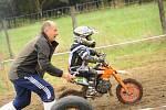 V Nové Vsi se na motorce proháněl teprve tříletý závodník