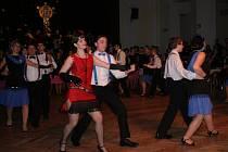 Dvacatý ples Rychnovského dětského sboru se nesl v duchu První republiky