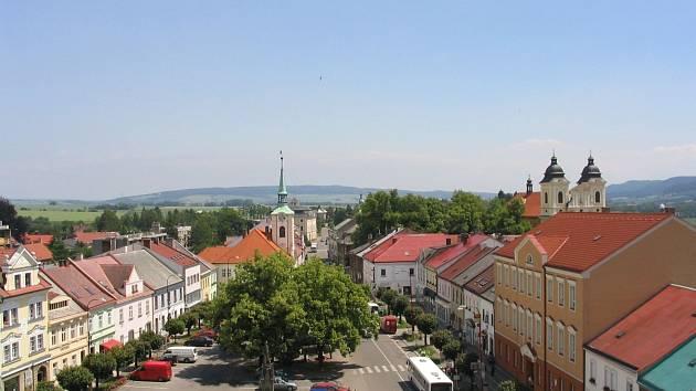 Kostelec nad Orlicí - náměstí - ilustrační fotografie