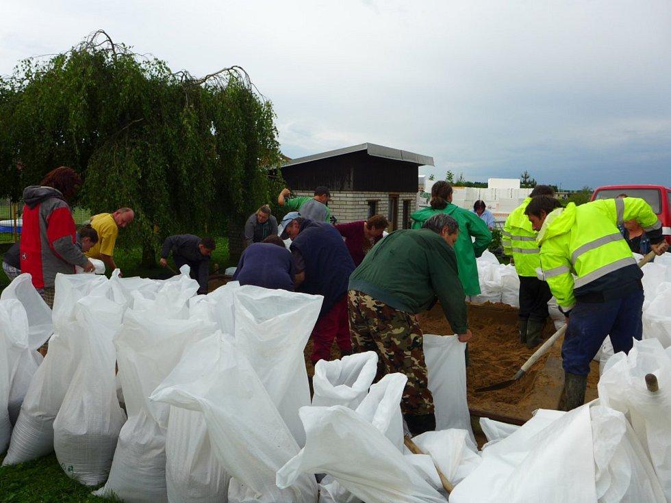 Voda se valila Dřízeňským údolím a obcí Přepychy. Pomáhali hasiči i dobrovolníci.