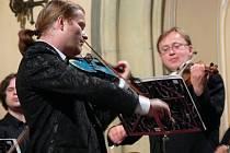 Houslový virtuos Pavel Šporcl zahrál v kostele Nejsvětější Trojice Vivaldiho Čtvero roční období.