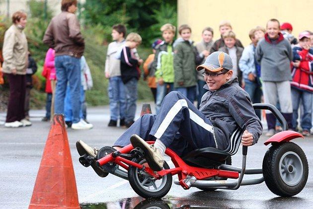 Den bez aut v Kostelci nad Orlicí.