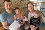 Matěj Pour se narodil 19. února 2020 ve 12.24 hodin. Měřil 52 cm a vážil 4 440 g. Maminka Vendula Pourová Vlasáková i tatínek Lukáš Pour zVamberka mají obrovskou radost, stejně jako sestřička Alice a bráška Alois. Tatínek byl u porodu velikou oporou.