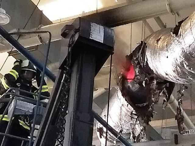 Ve fabrice Federal Mogul v Kostelci hořelo