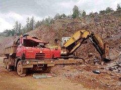 Tragický pracovní úraz: zemřel řidič nákladního vozu.