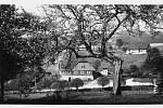 První písemná zmínka o obci pochází z roku 1654. Do roku 1945 v obci společně žili obyvatelé německé i české národnosti.