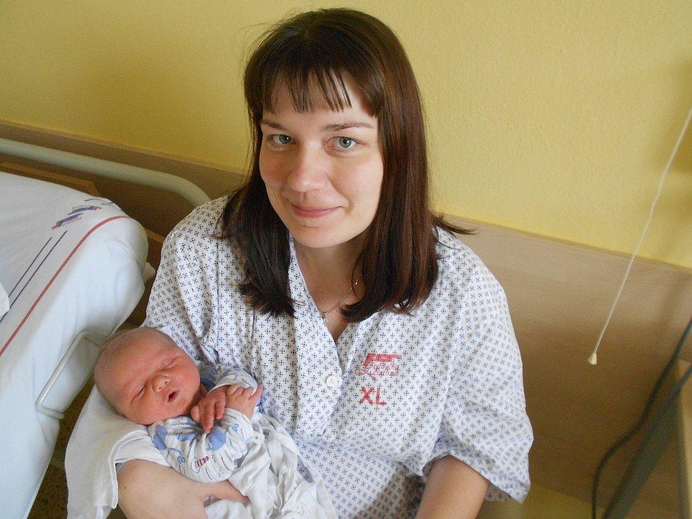 Lukáš Novák přišel na svět 17. 2. 2021 v23:42 hodin. Vážil 4 000 g a měřil 51 cm. Hrdí rodiče Dita a Lubomír Novákovi jsou ze Solnice. Na Lukáše doma čekala starší sestřička Eliška. Tatínek to u porodu zvládl na jedničku.