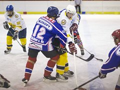DEVĚT GÓLŮ padlo v magnetu čtvrtého kola Rychnovské hokejové ligy. V duelu o první místo HC Rychnov nad Kněžnou po dramatickém průběhu utkání porazil rokytnické Medvědy těsně 5:4.