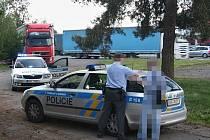 """POLICISTÉ opilého muže, který střílel v sobotu v Týništi z """"plynovky"""", zpacifikovali."""