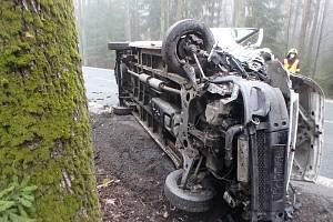 Zraněný řidič z převrácené dodávky poblíž Čestic skončil v nemocnici