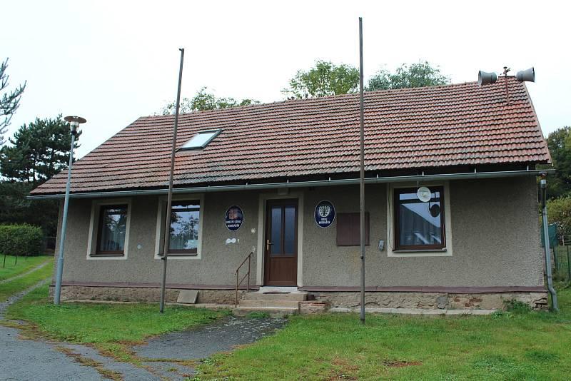 Z Bohdašína. Současné sídlo obecního úřadu, přestěhovat se má do prostor bývalého obchodu, stejně jako knihovna.