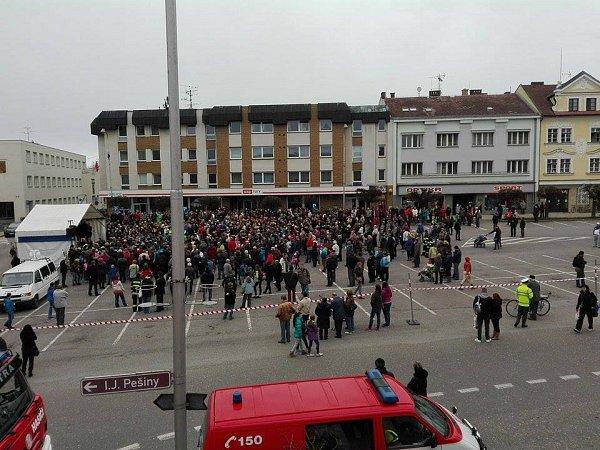 Aktuálně na náměstí vKostelci.