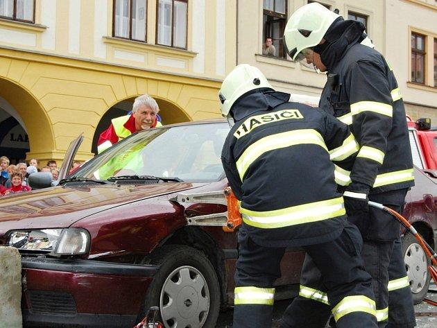Na náměstí F. L. Věka v Dobrušce se představí hasiči, policisté, vojáci a záchranáři.