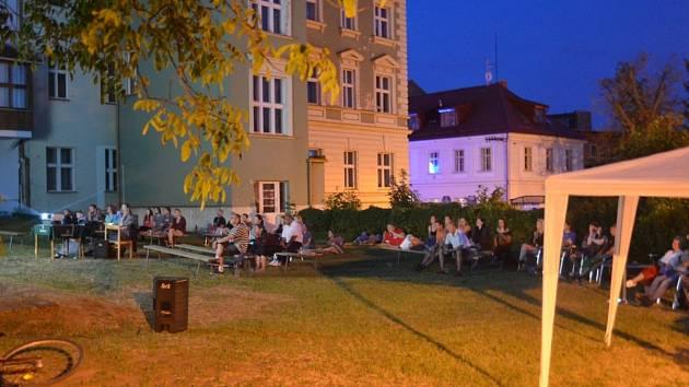 Program letního kina je k nahlédnutí na internetových stránkách města i v kulturním klubu Rabštejn.