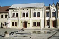 Z nenápadné budovy se díky rekonstrukci stala jedna z nejhezčích staveb v Dobrušce.