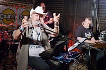 Třináctý ročník Country festivalu Tomáše Linky a Přímé linky na Vochtánce nezklamal. Tomáš Linka zde také vystoupil se svou kapelou.
