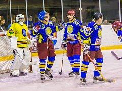 Osm branek inkasovali semechničtí hokejisté v utkání s  Jaroměří. Výsledek v závěru korigoval jediným gólem David Řehák.