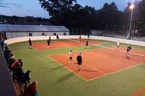 Noční nohejbalový turnaj v Semechnicích.