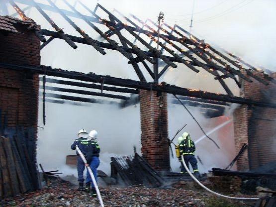Požár stodoly v Hlinném.