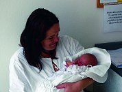KLÁRA ŠKLÍBOVÁ: Rodiče Klára a Josef Šklíbovi z Lupenice mají radost z narození první dcery Klárky. Narodila se 7. 6. ve 21.17 hodin (2,74 kg a 47 cm). Tatínek to u porodu zvládal výborně.