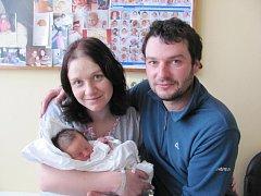 LADISLAV LUSTYK: Manželé Žaneta a Ladislav Lustykovi z Běstovic se radují ze syna. Narodil se 17. února ve 14.24 hodin s váhou 2,60 kg a délkou 45 cm. Doma se na malého bratříčka těšili David a Andrej. Tatínek to u porodu zvládal dobře.