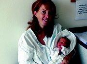 LAURA KOLÁŘOVÁ: Rodiče Marie a Bohuslav Kolářovi z Malé Ledské přivedli na svět dceru Lauru, která se narodila 6. 6. ve 4.51 hodin (3,00 kg). Doma se na sestřičku těší Nicolas. Tatínek zvládl porod na jedničku s hvězdičkou.