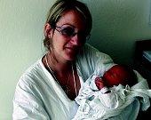 TEREZA HOFMANOVÁ: Rodiče Dagmar Števková a Marian Hofman z Rychnova nad Kněžnou mají radost z narození dcery Terezky. Narodila se 7. 6. v 11.37 hodin (2,90 kg a 48 cm). Tatínek byl u porodu a zvládal to statečně. Doma se na sestřičku těší Marie.