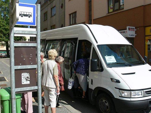Autobus pro seniory.