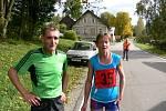 NEJRYCHLEJŠÍ běžci 42. ročníku desetikilometrového závodu         v Sedloňově: Táňa Metelková a Josef Pleskot.