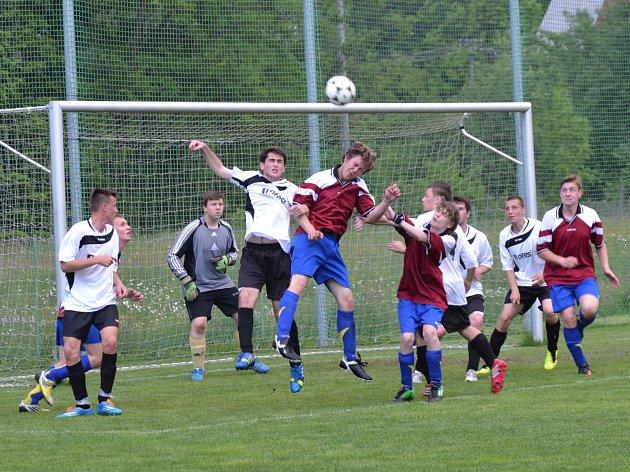 Mládežnické fotbalové soutěže v kraji měly o víkendu na programu zápasy závěrečného kola.