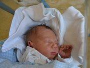 ŠIMON HEJČL  se narodil Aleně Vackové a Lubošovi Hejčlovi z Rychnova nad Kněžnou 13. května ve 21:30. Chlapeček vážil 3700 gramů a měřil 49 cm. Tatínek byl u porodu obrovskou fyzickou i psychickou podporou.